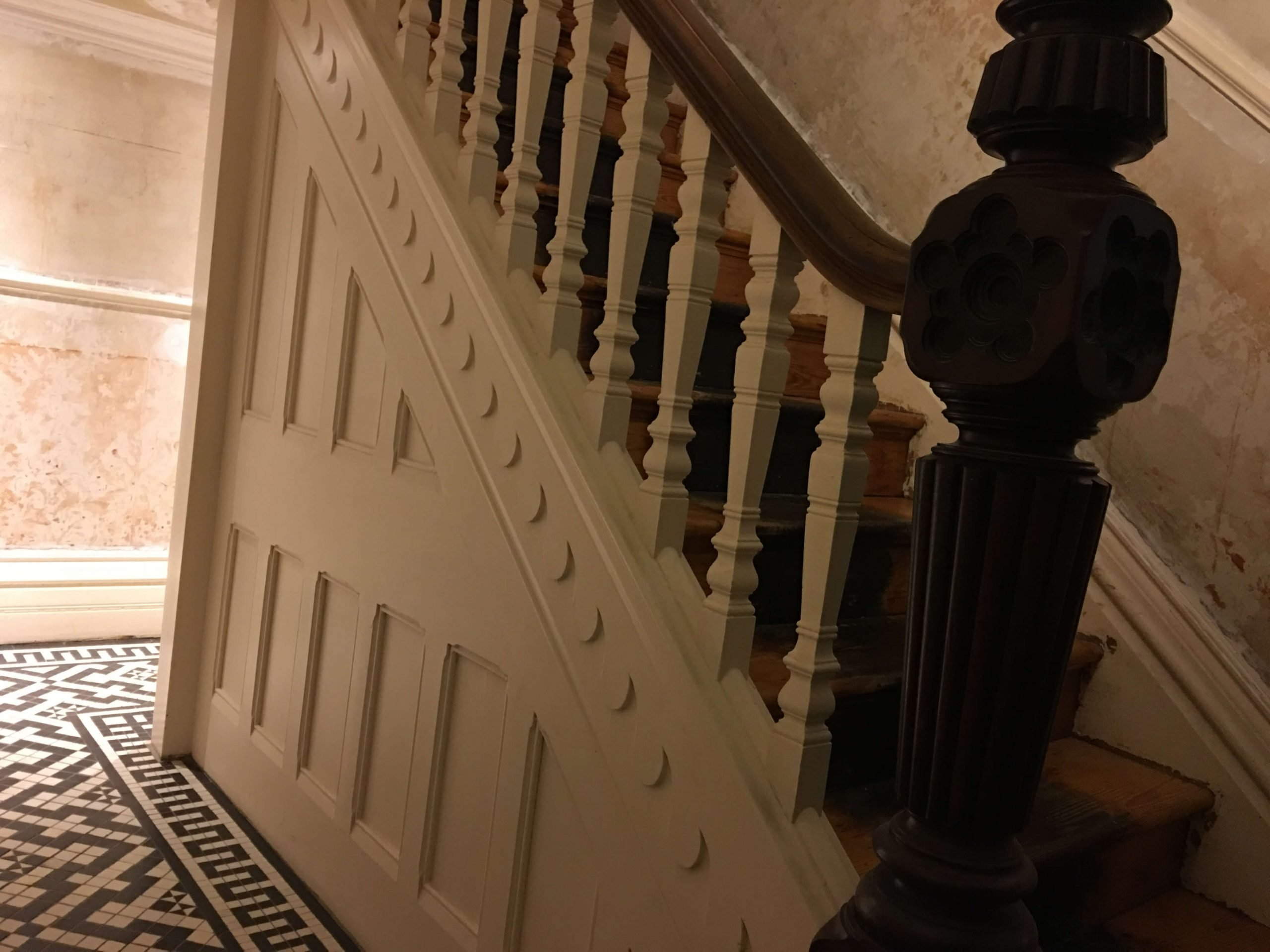 8. Handrail, Spindles & Newel Post 1